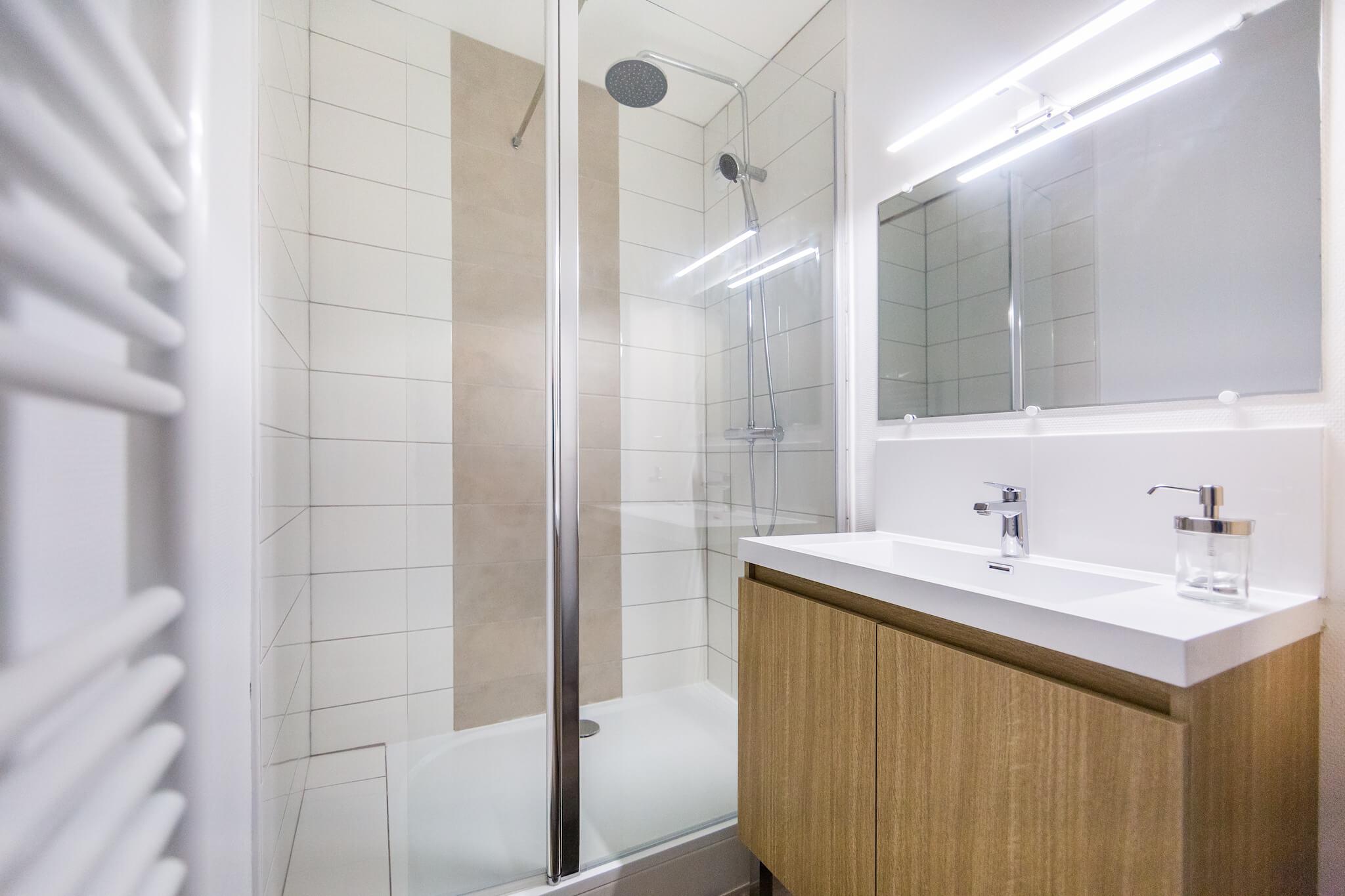 salle-de-bain-lumineuse-appartement-location-colocation-meublé-rennes