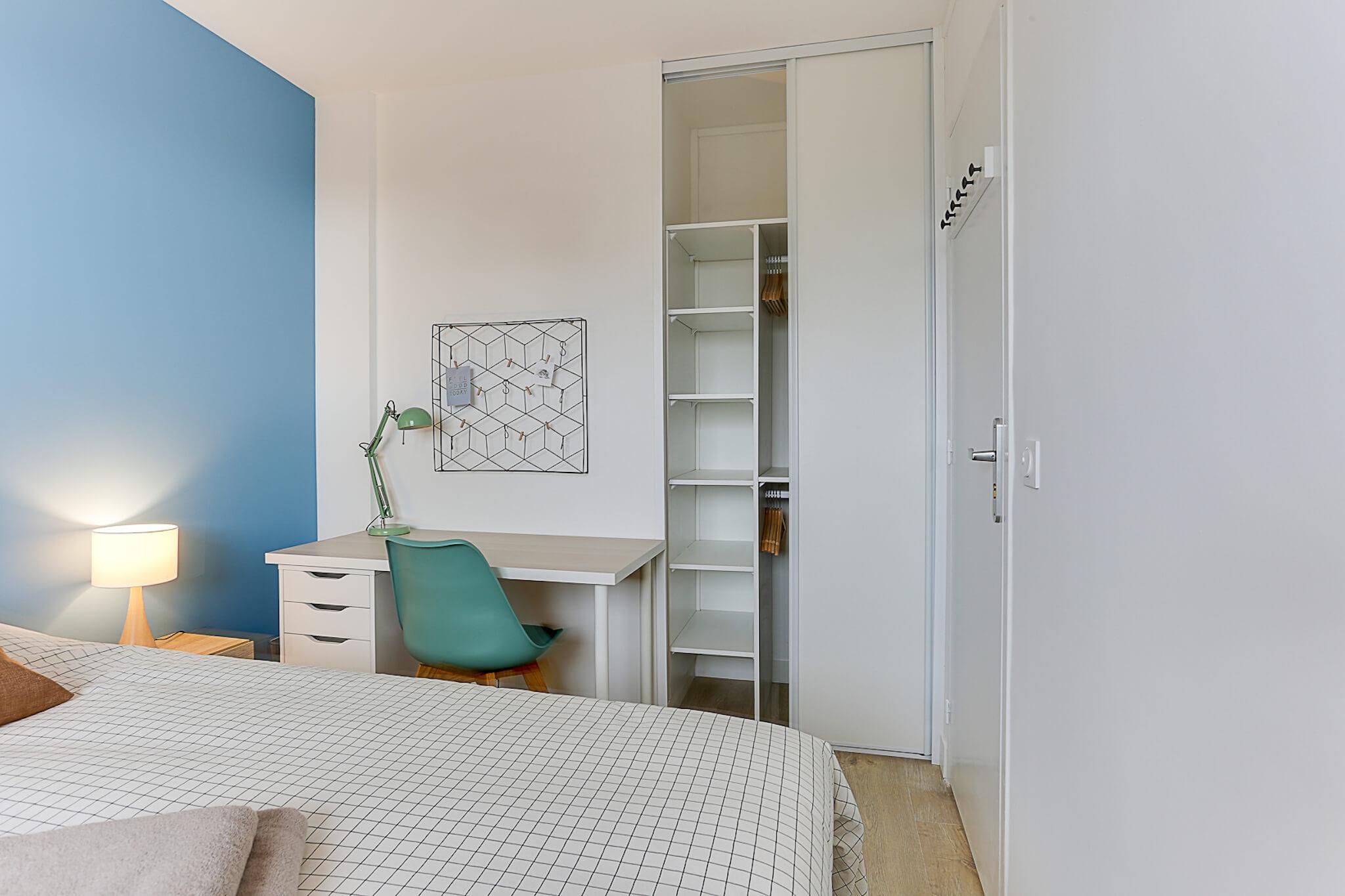 grande-chambre-lumineuse-location-colocation-appartement-meublé-rennes